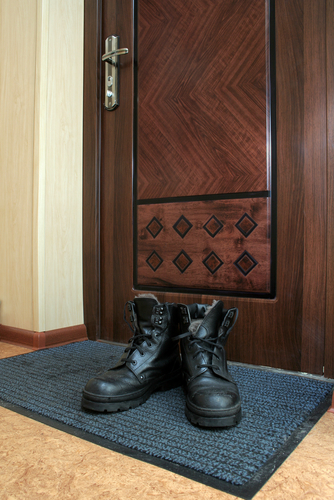 Remove-Shoes-At-The-Door-and-Place-Them-On-A-Door-Mat