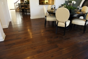 This-Dark-Hardwood-Flooring-Is-Perfectly-Paired-With-White-Walls-to-Create-Drama