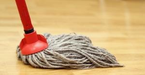 Dust-Mopping-Hardwood-Floor