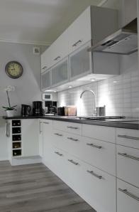 Laminate-Floor-In-A-Kitchen