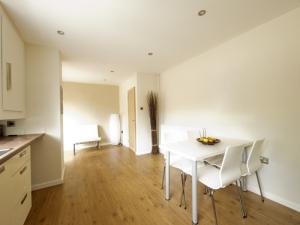 Laminate-Flooring-In-A-Kitchen